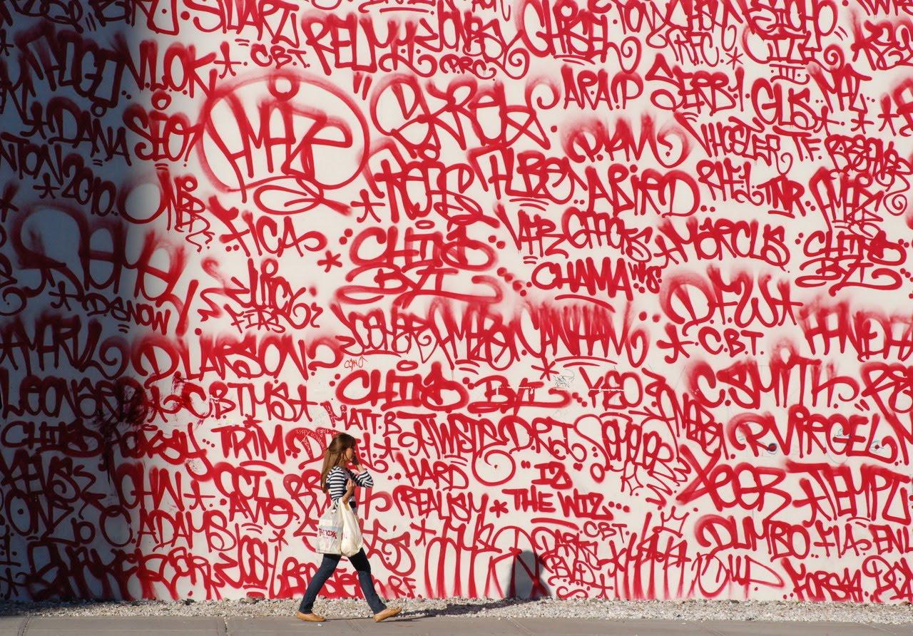 Grafiti wall red - Pretty As Graffiti