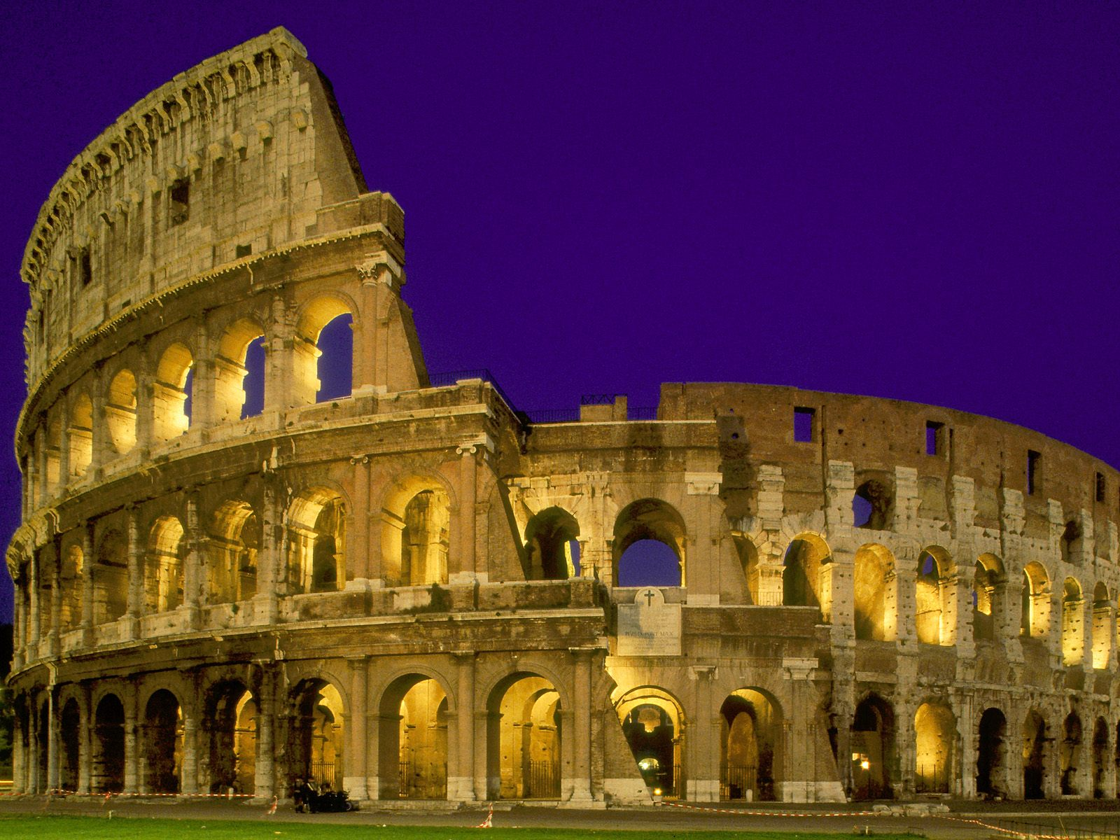 http://3.bp.blogspot.com/_AbeQ-V24DWc/TCOdY0p6L0I/AAAAAAAACsk/GzxgVMR8-Ig/s1600/Wallpapers_The_Coliseum_at_Night_-_Rome_-_Italy.jpg