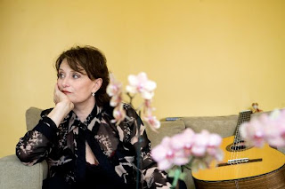 Linda Thompson Singer Linda Alone | RM.
