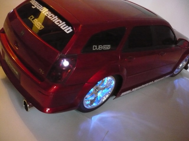 DODGE MAGNUM RT escala 1:06