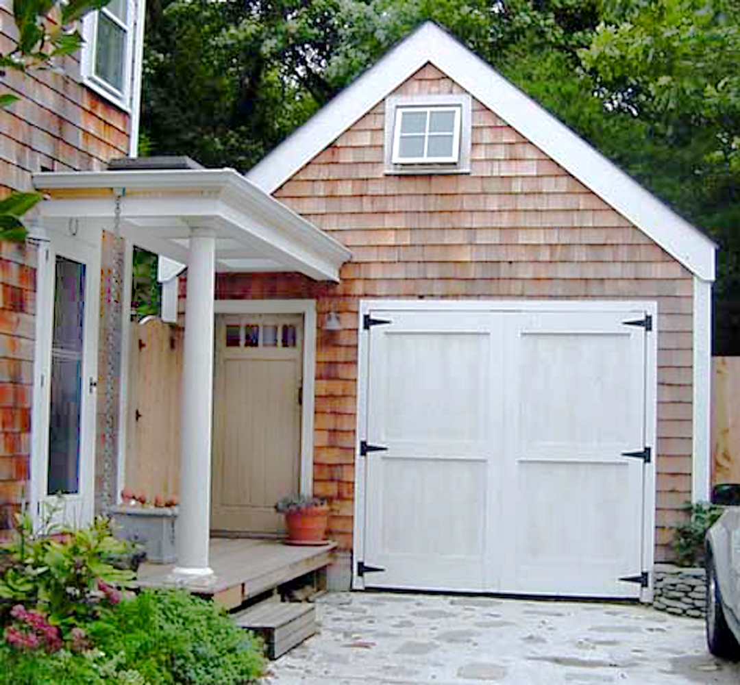 Robert lohman 39 s photos of the hamptons side entry for Side entry garage