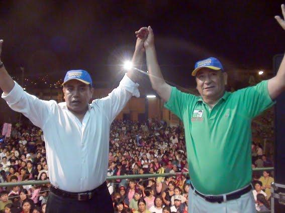 El Dr. Felipe Castillo, actual alcalde de los Olivos y líder del partido Siempre Unidos en alianza con el Dr.Ricardo Chiroque  líder de la Organización política Todos Por Un nuevo San Juan