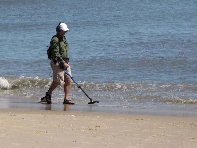 Beach metal detector