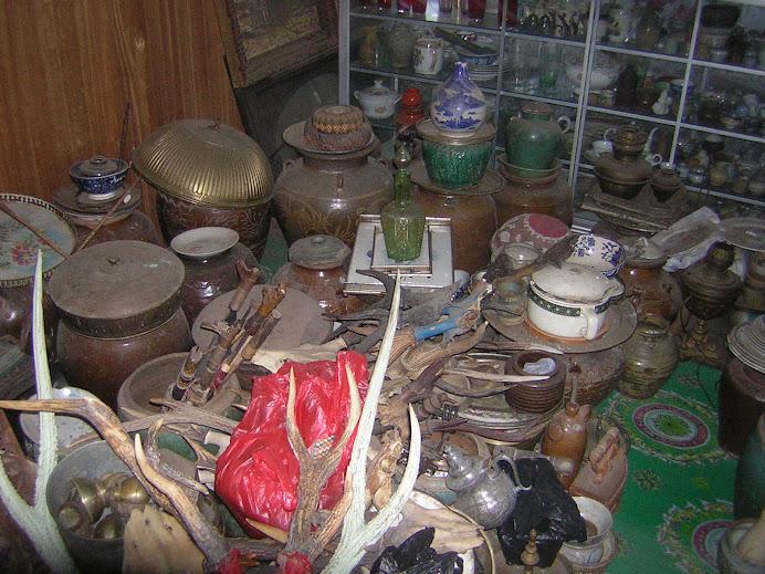 guci, piring, dan mangkuk antik lebih dari 100 pcs