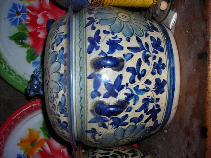 mangkuk antik bermotiv bunga