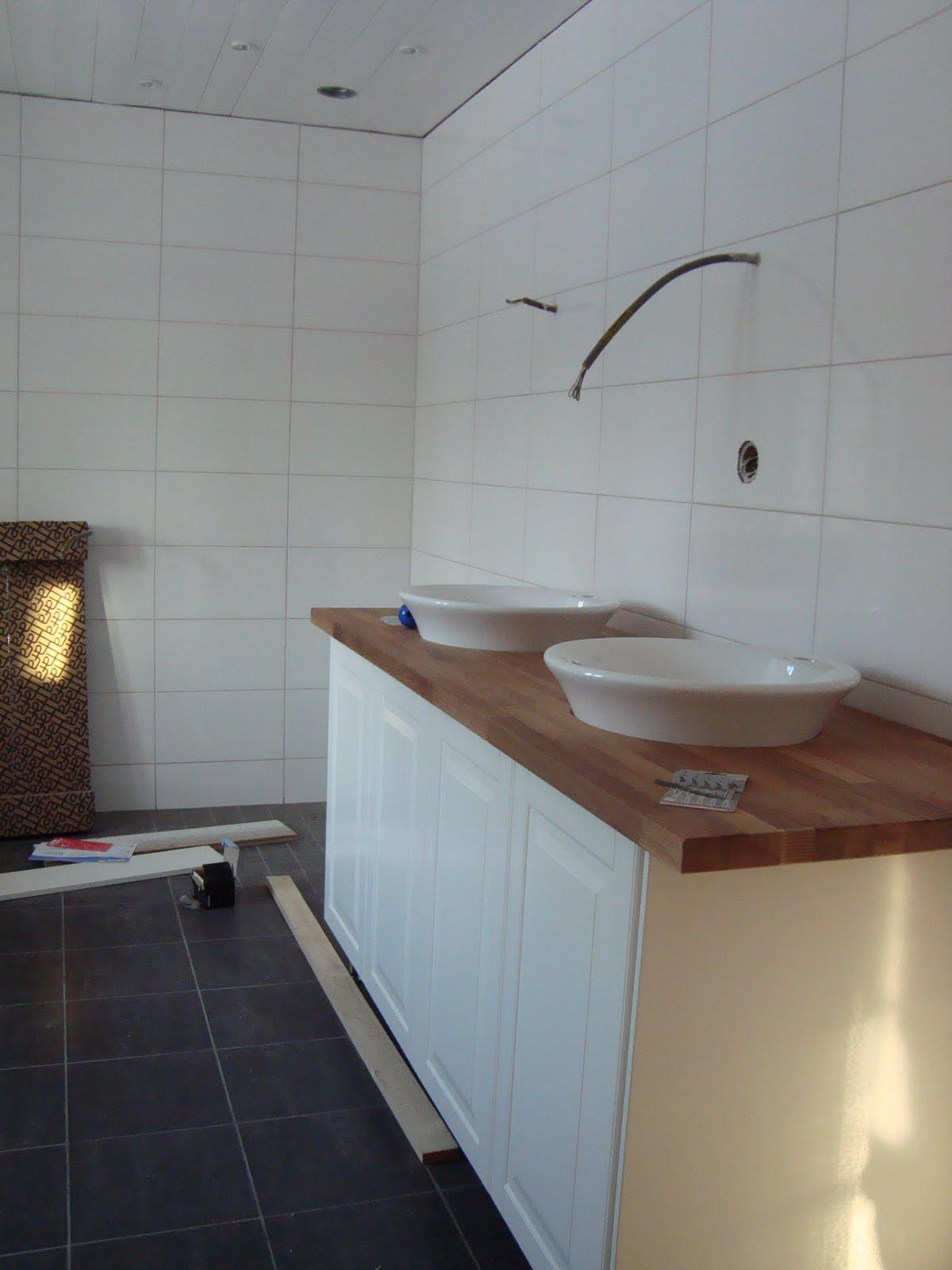 CLARAS HEM PÅ BYVÄGEN : Badrum och tvättstuga!