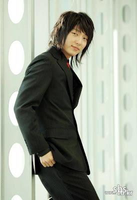 Lee Joon Ki = HOT