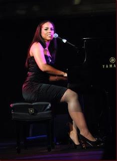 Alicia Keys Fat Legs 28