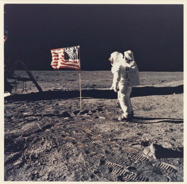conspiracy behind 1967 moon landing - photo #8
