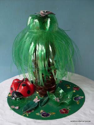 Sembrando mariposas palmera hecha con botellas de - Palmeras de plastico ...