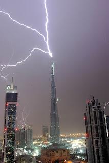 Burj Dubai Khalifa thunder lightning pics