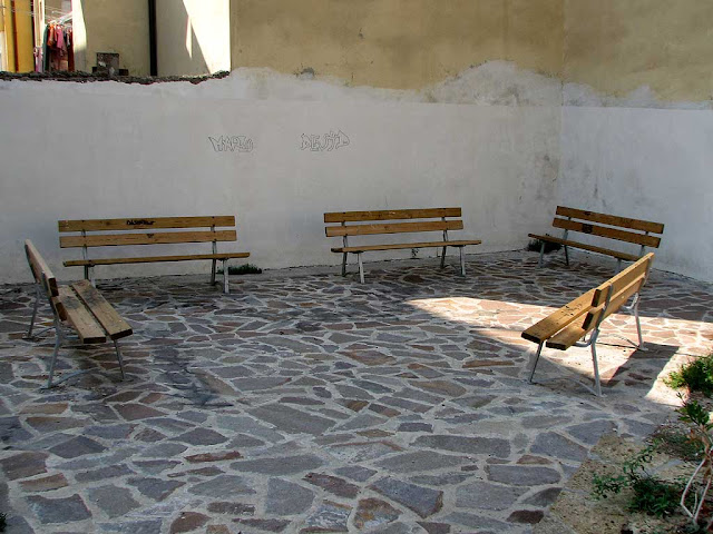 Benches, via della Cappellina, Livorno