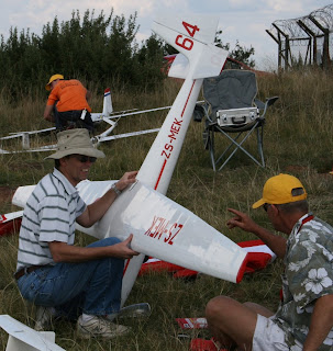 Mark de Klerk and Ken Kearns check out the Ka6e