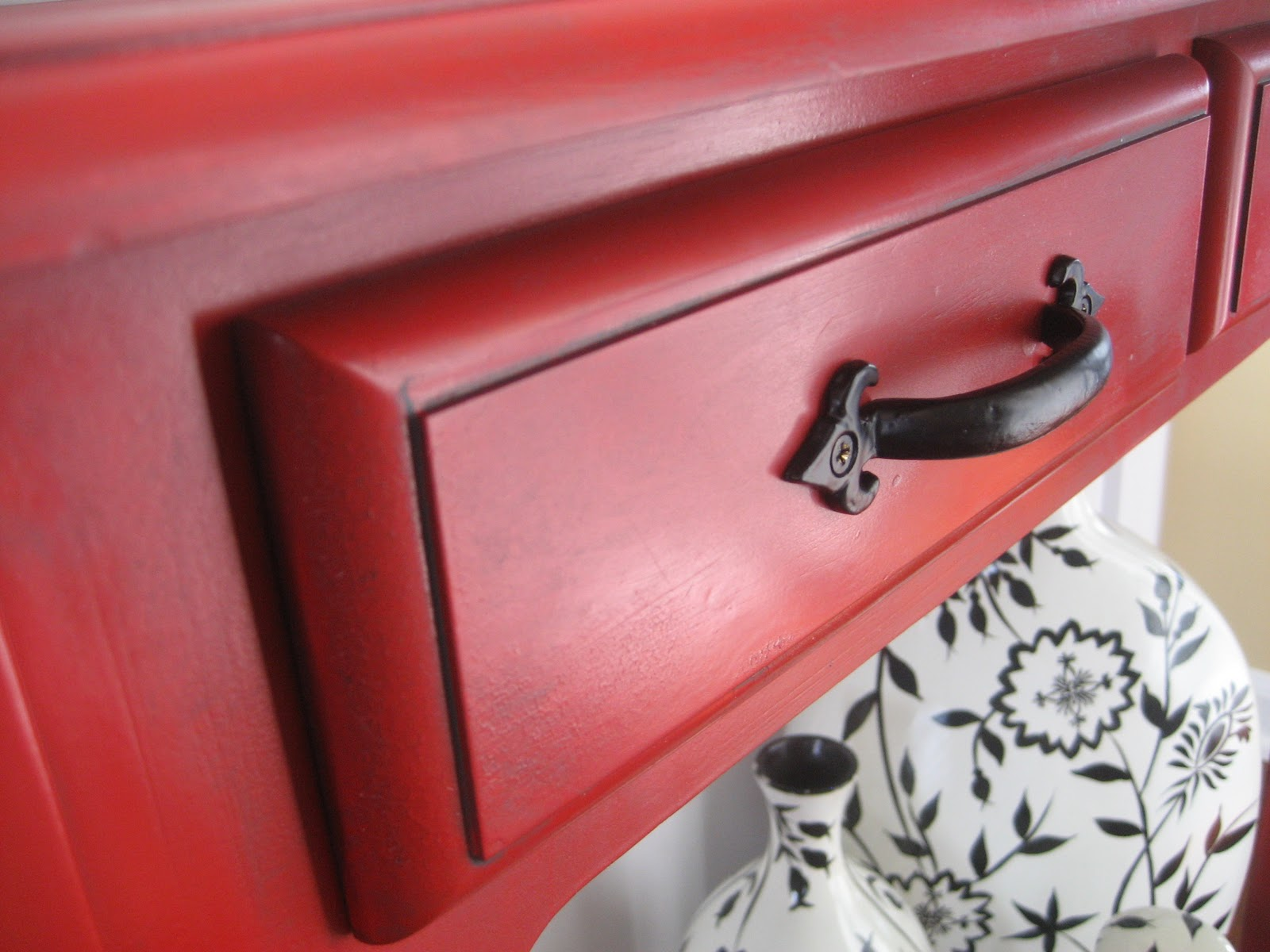 High Quality Red Painted And Glazed Accent Table