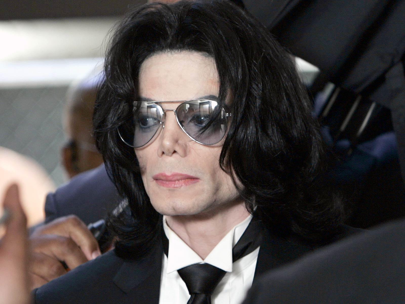 http://3.bp.blogspot.com/_AsqWuGwm6s0/TEJ2F7U_C7I/AAAAAAAAADo/2GPQYlHGnbE/S1600-R/Michael_Jackson.jpg