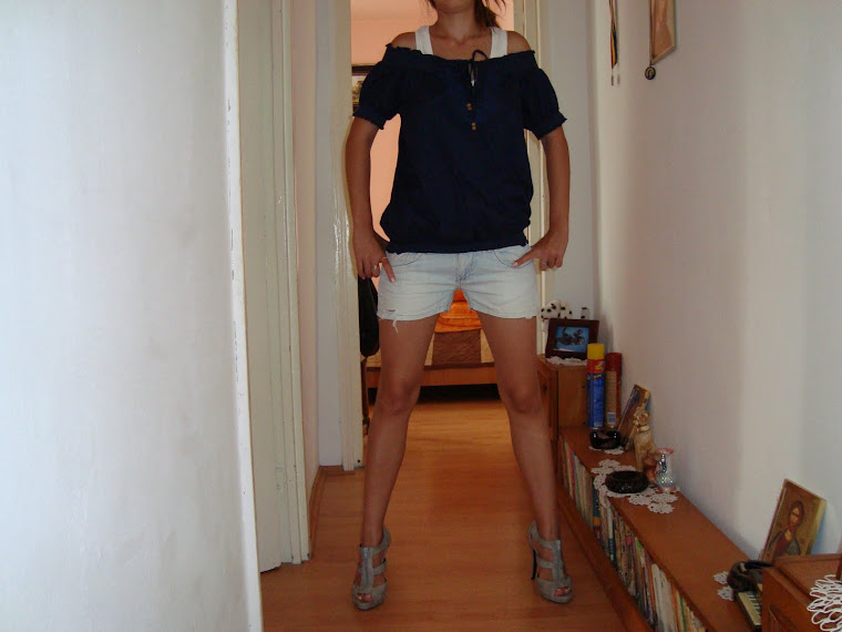 bluza noua marime s-m pret 50 ron...sandaler gladiator noi nr 38-38 jumate 120 ron