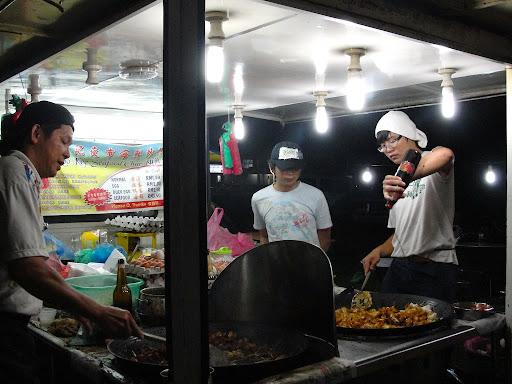 Gambar suasana pasar malam di Malaysia