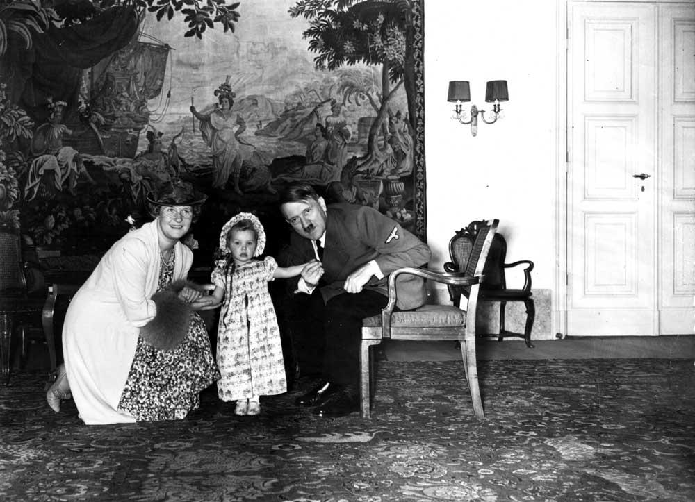 [Image: Adolf+Hitler+with+Emmy+Sonnemann+and+Edd...g+1940.jpg]
