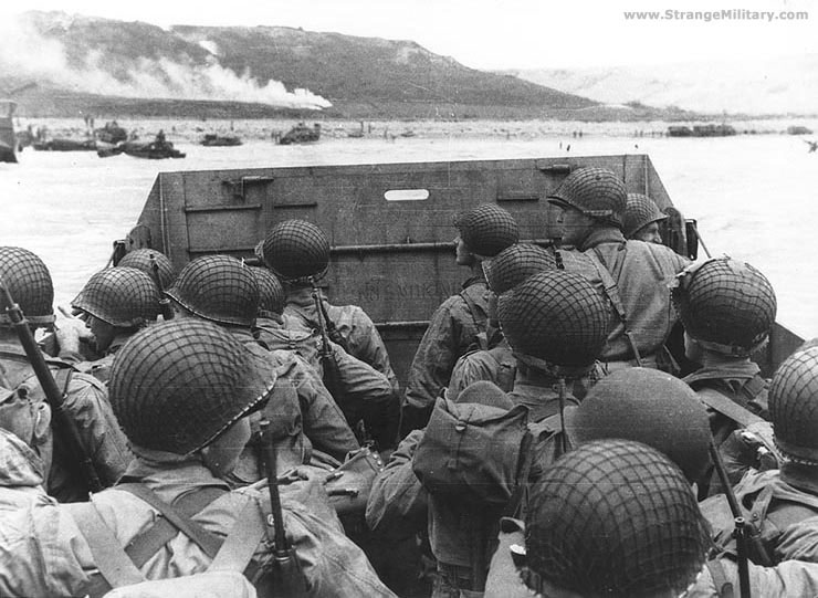 external image D-DAY+TROOP+CARRIER+ABOUT+TO+LAND.jpg