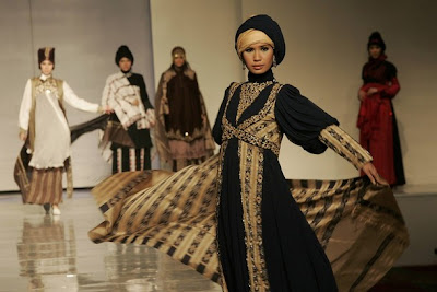 Islamic Fashion Show on Royani  Monika Jufry And Iva Lativah  Who Focused On Islamic Fashion
