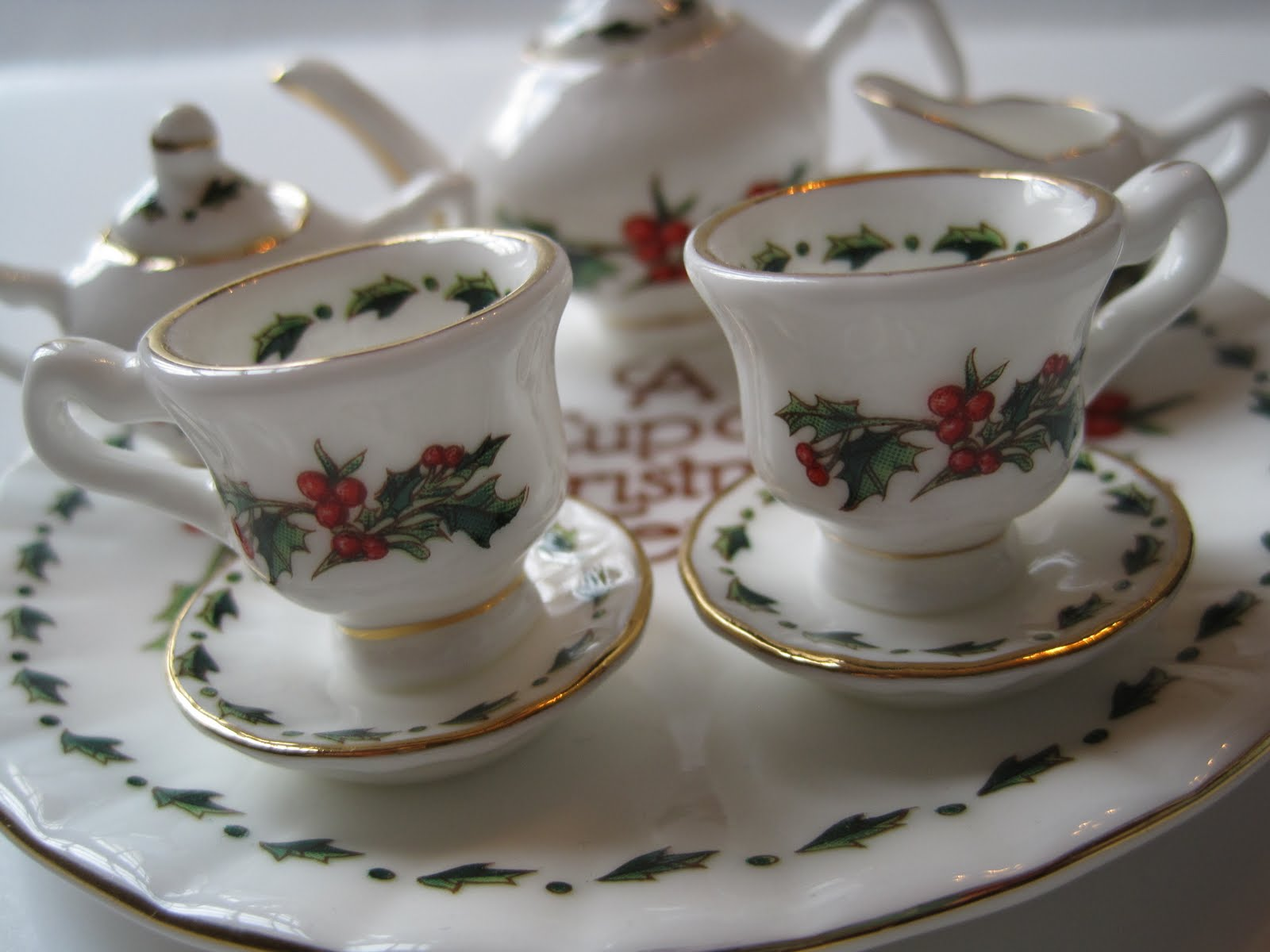 if you happen to own any of the full size pieces in the cup of christmas tea line and i do not alas count yourself most lucky