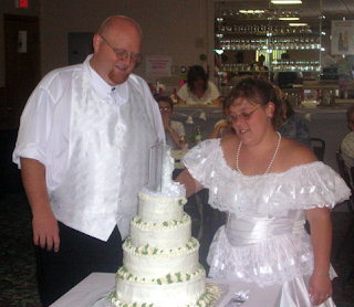 Mike & Laura w/wedding cake