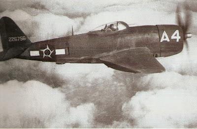 DIA DA AVIAÇÃO DE CAÇA - 1º Grupo de Aviação de Caça Rare+photo+in+flight+of+the+P-47+A-4-+flown+by+LT+Alberto+Martins+Torres-He+was+the+champion+in+number+of+combat+missions+100