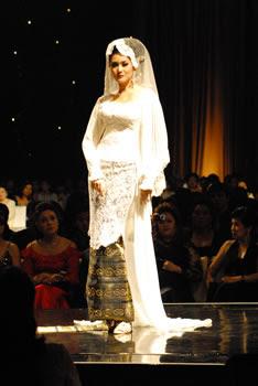 atik modern, kebaya 2010, Kebaya Modern 2010, kebaya modern terbaru, kebaya pengantin 2010, model kebaya 2010