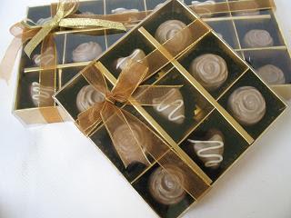 http://3.bp.blogspot.com/_AxeG-jlvm4k/SX3Ctx1oZ7I/AAAAAAAAAgI/C66_QGCGe2A/s320/coklat+souvenir+pernikahan.jpg