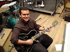 Gabriel e a guitarra PM...