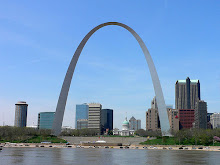 "the ""Gateway"" arch - Saint-Louis"