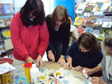 Professoras montando  mosaicos