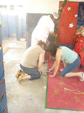 Dia de festa: Papi Noel na escola e churrasco para as crianças!  Dez/2010