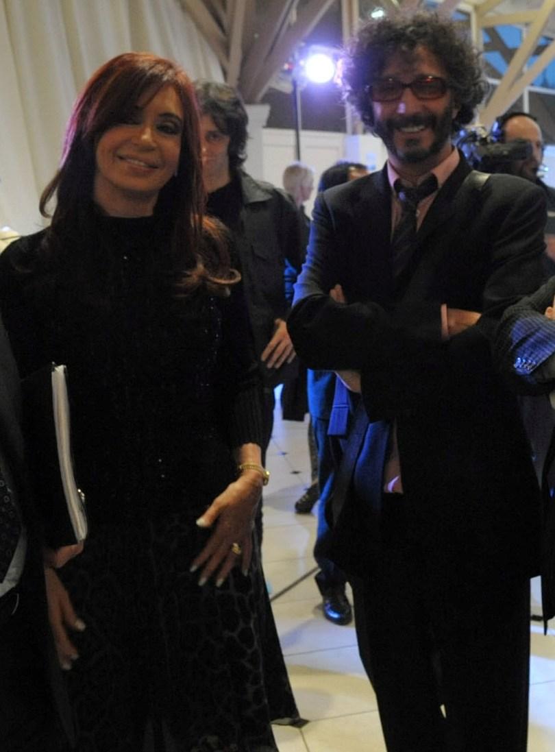 http://3.bp.blogspot.com/_B0wVoJGsapU/TAGdjkrVrhI/AAAAAAAAAnI/-vbkX3rYwYs/s1600/Cristina+y+Fito.jpg