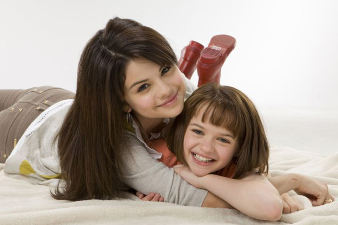 joey king and selena gomez sisters. King stars as Ramona alongside