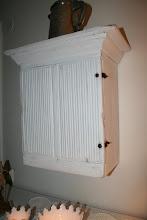 Antikt väggskåp!