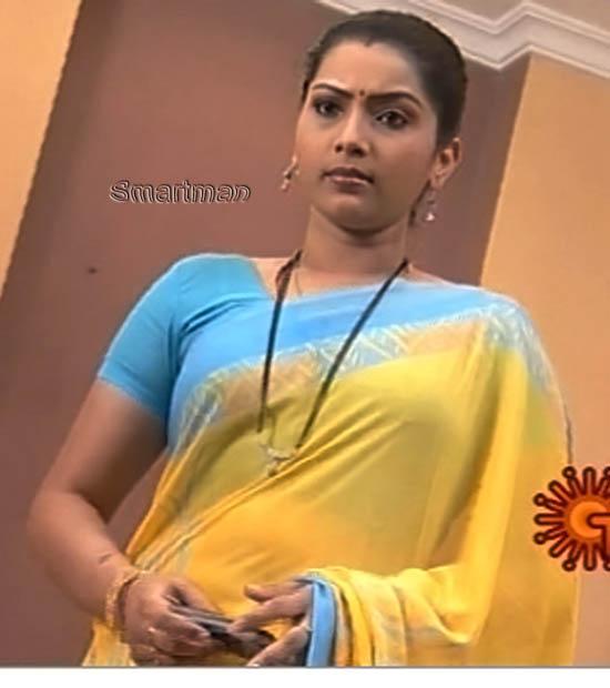 Bhavana Telugu Anchor And Serial Actress Hot Saree Navel