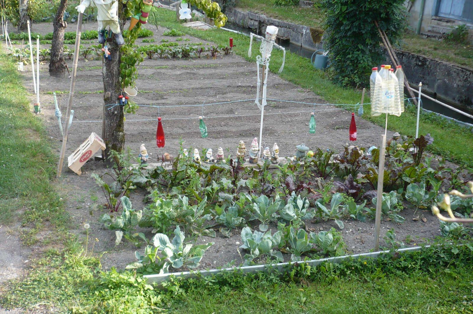 Marais de bourges les nains de jardin - Nain de jardin voyageur ...