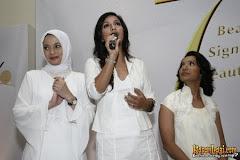 Haque sisters, Olay, Kembang Goela