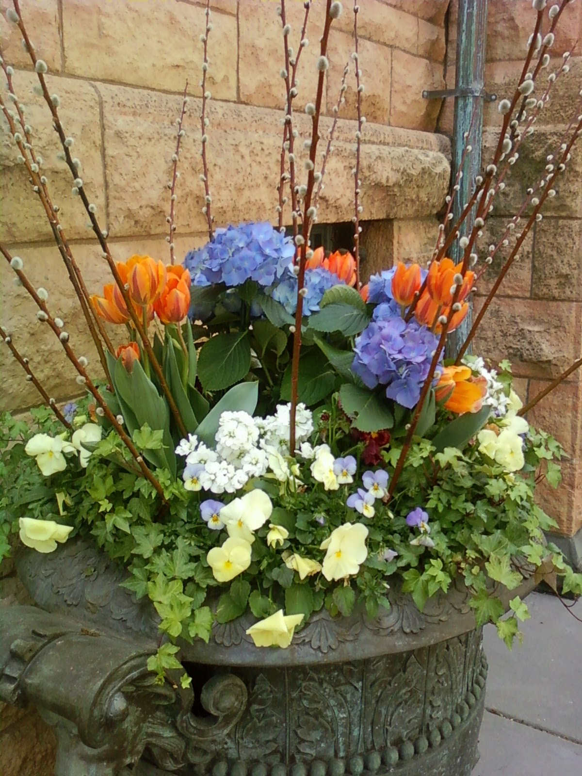 A little ditty spring planters in the city for Garden planters