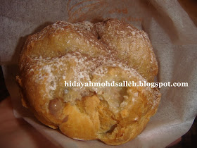 Cream puff (Chocolate)..