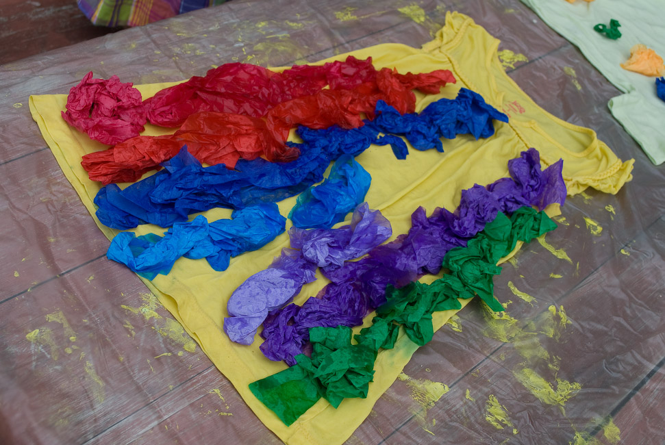 how to do something how to do easy tie dye with tissue paper. Black Bedroom Furniture Sets. Home Design Ideas