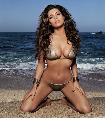 Kelly Brook in Bikinis photo