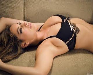 Kelly Brook in Bikinis hot and sexy bikini pitures