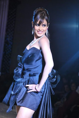 Genelia D'Souza walks ramp at HDIL photos