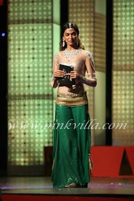 Deepika at Indian Express Sahara Sports Awards pictures