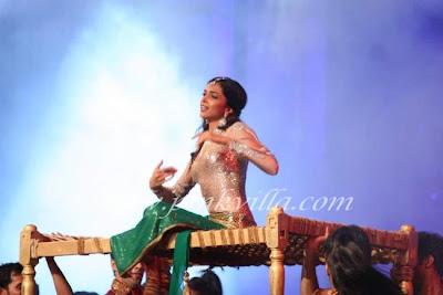Deepika at Indian Express Sahara Sports Awards dance image