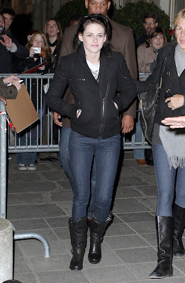 Twilight Arrives at the Crillon Hotel in Paris new pictures