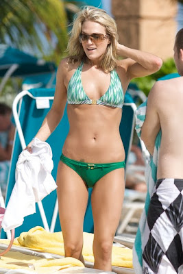 Carrie Underwood in a Green Bikini hot and sexy pictures