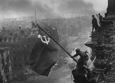 Las fotos de la historia: Reichstag Flag